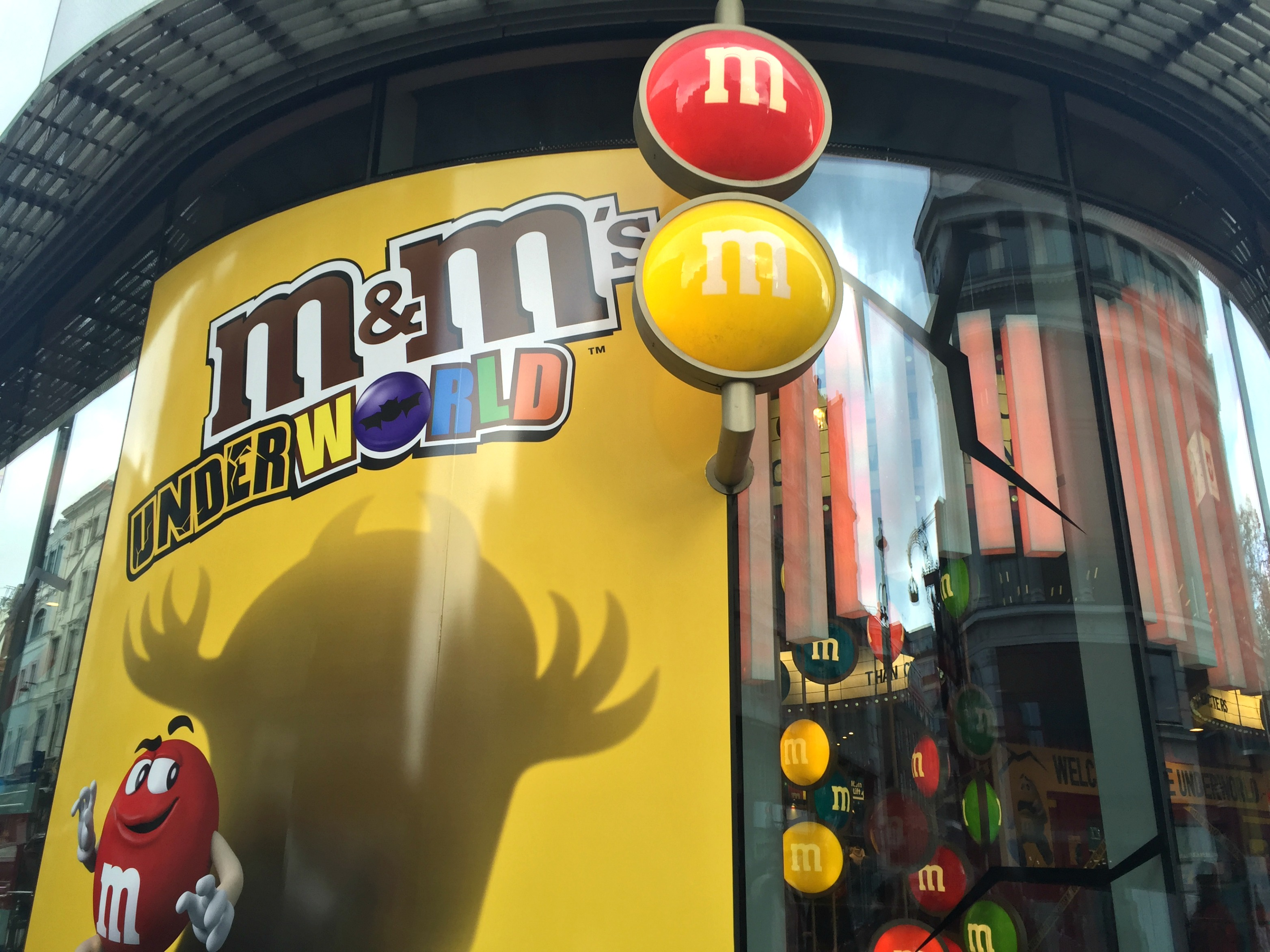London Travel Diary m&m store