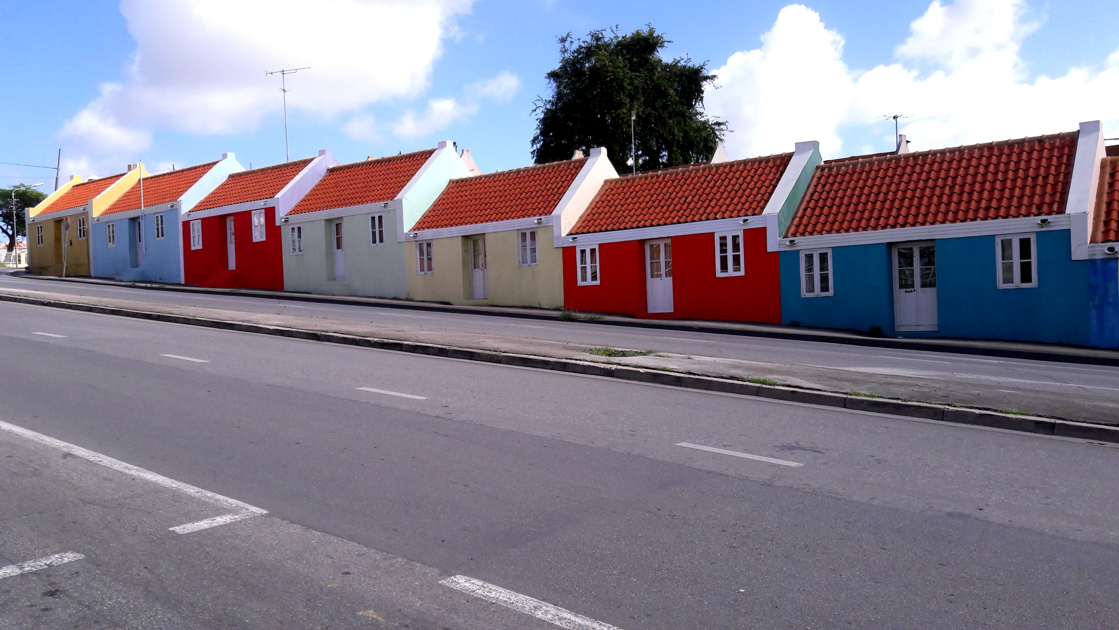 vibrant-colors-willemstad-curacao-1