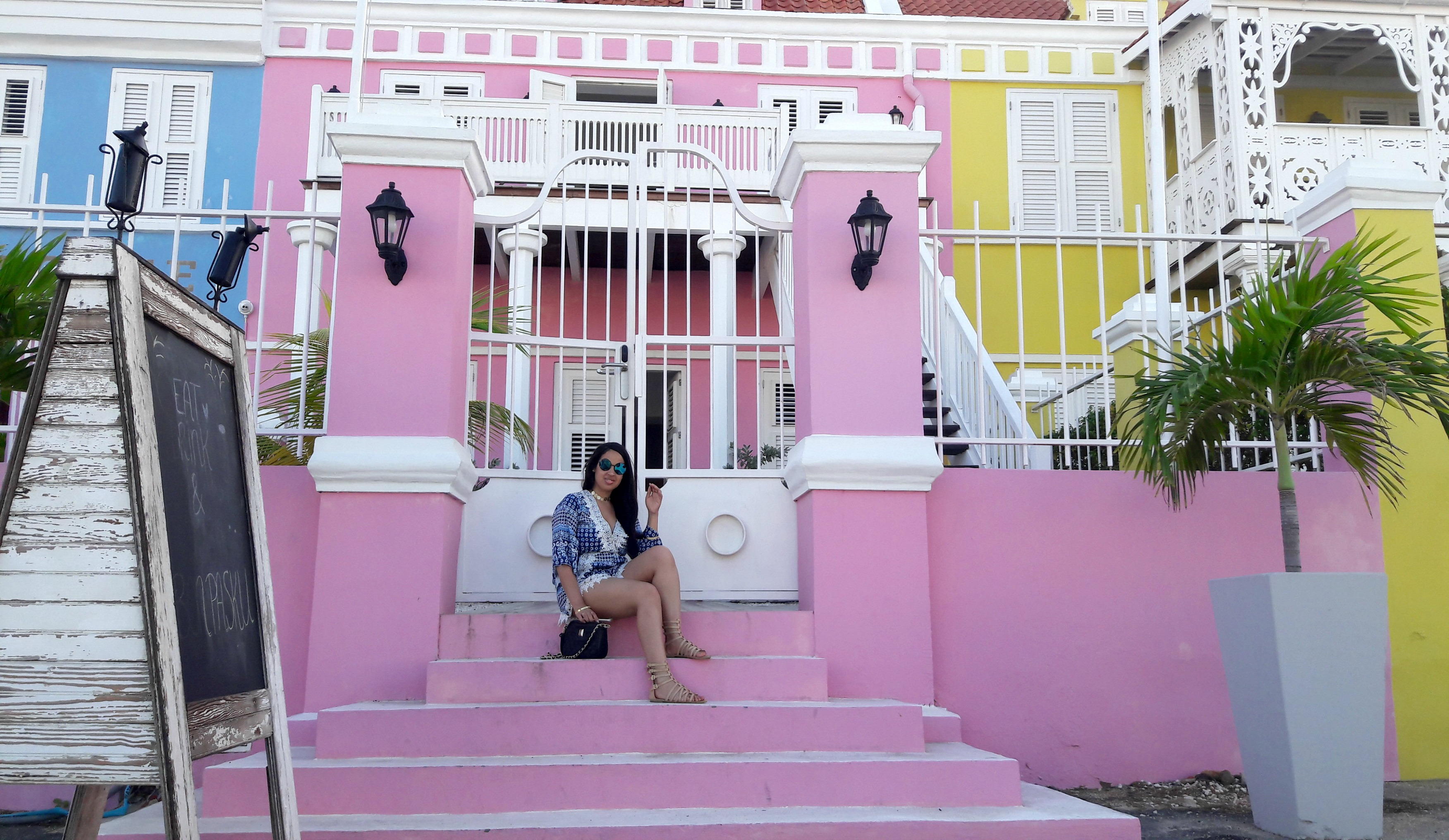 vibrant-colors-willemstad-curacao-11